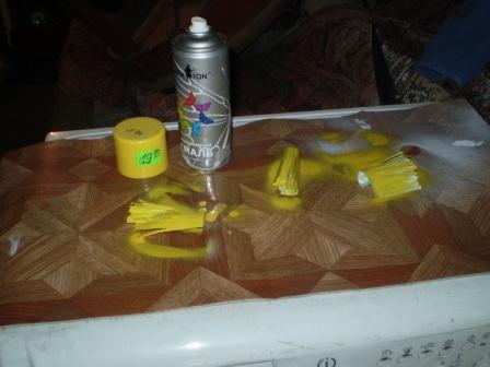 Кувшинки из пластиковых бутылок